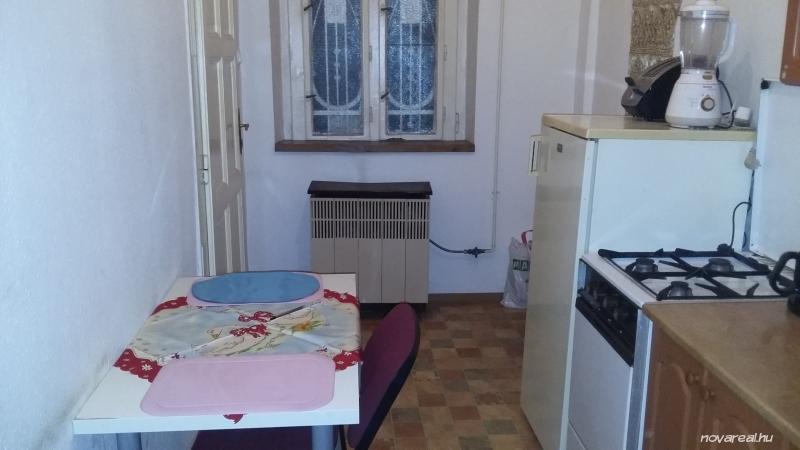 Budapest VIII. kerület Baross utcai eladó garzon konyha