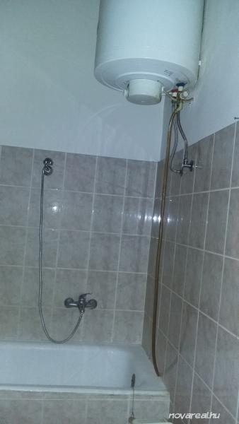 Budapest VIII. kerület Baross utcai eladó garzon-fürdőszoba