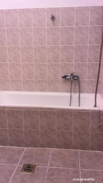 Budapest VIII. kerületi eladó garzon - fürdőszoba