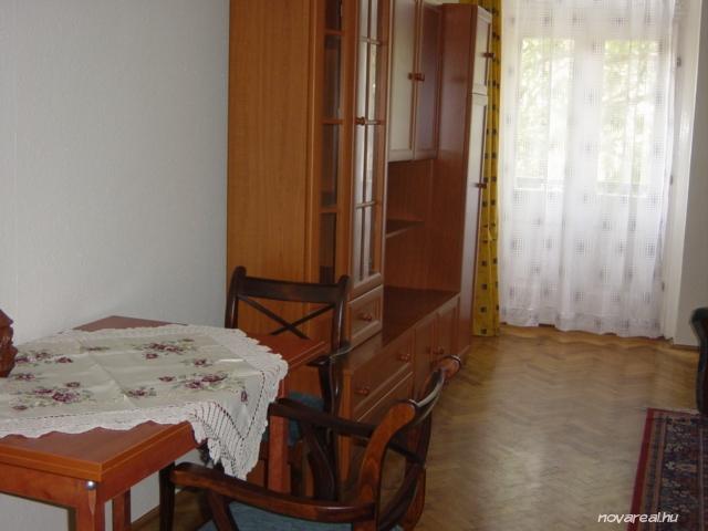 Budapest Kiadó garzon lakás Népligetnél - szoba