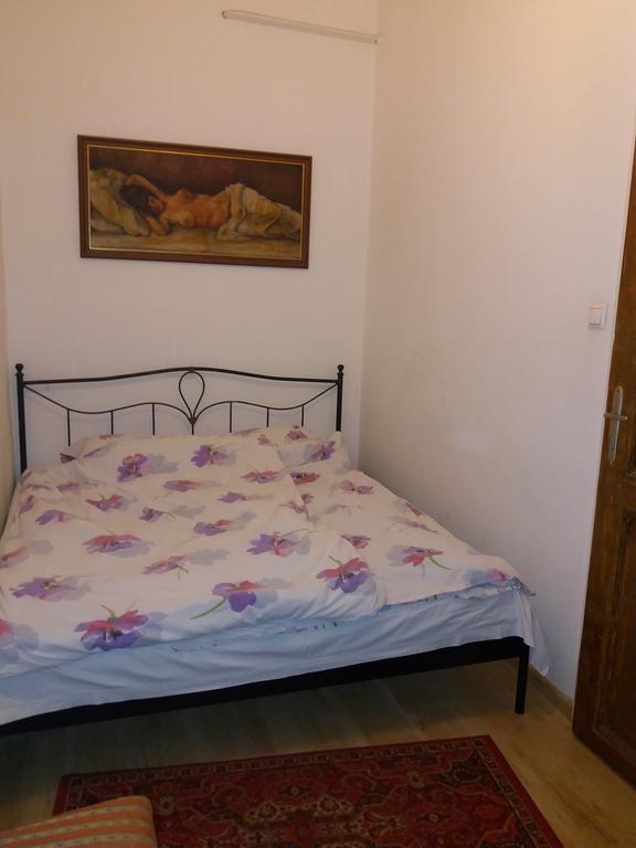 Körúti Apartmanok Budapest Szállás 1-4 Személy Részére 2-es lakás, hálószoba