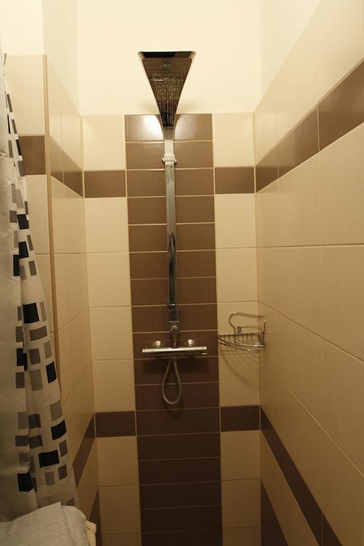 Körúti Apartmanok Budapest Szállás 1-4 Személy Részére 2-es lakás, fürdőszoba