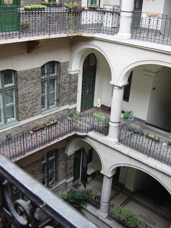 Körúti Apartmanok Budapest Szállás 1-4 Személy Részére 2-es lakás, udvar