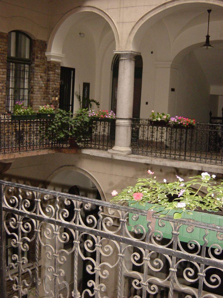 Körúti Apartmanok Budapest Szállás 1-4 Személy Részére 3-as lakás, belső udvar